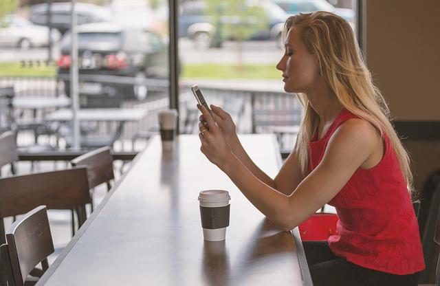 【国際電話】スマホのLINEアプリを使って海外から無料で固定電話に電話する方法