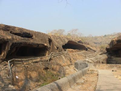 【ムンバイ】カンヘリー石窟群へ電車で安く行く方法