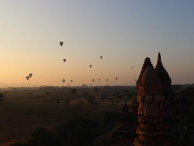 【サンライズ】バガンで気球と一緒に朝日をみる絶好のポイントを紹介