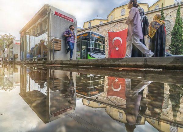 イスタンブールからイズミルまでバスで行く方法&オトガルでのバスの探した方