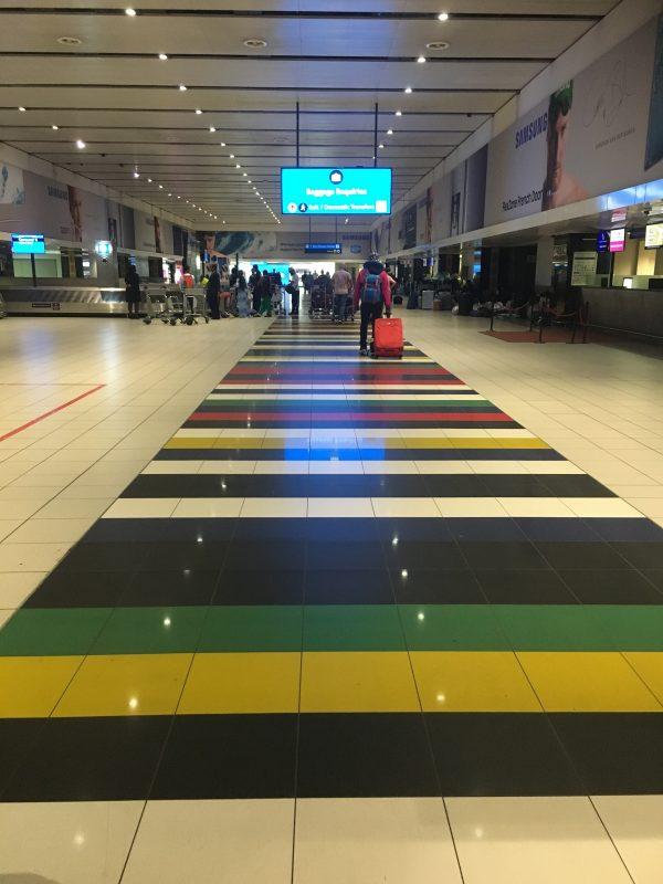 ヨハネスブルクのタンボ国際空港のATMの注意事項