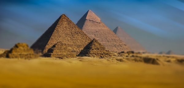 ピラミッドの入場料とピラミッドの内部について